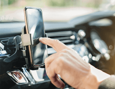 Using phone behind the wheel, a high risk